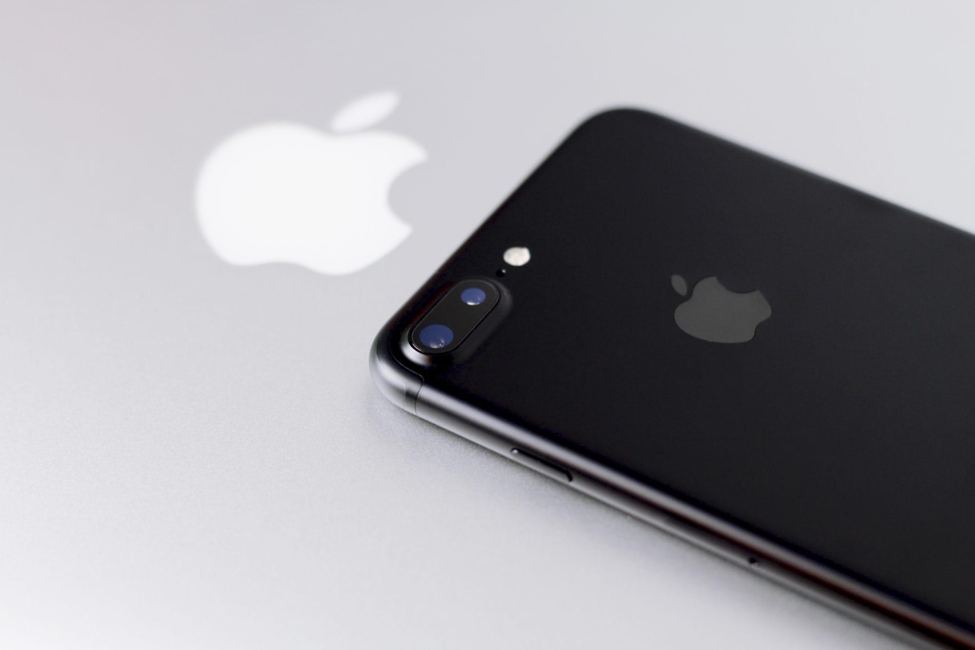 Ivos iPhone 7 Plus mit MacBook Air